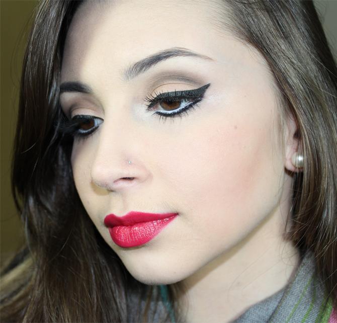 3- maquiagem neutra com batom vermelho