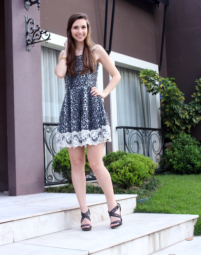 1- look vestido animal print com renda