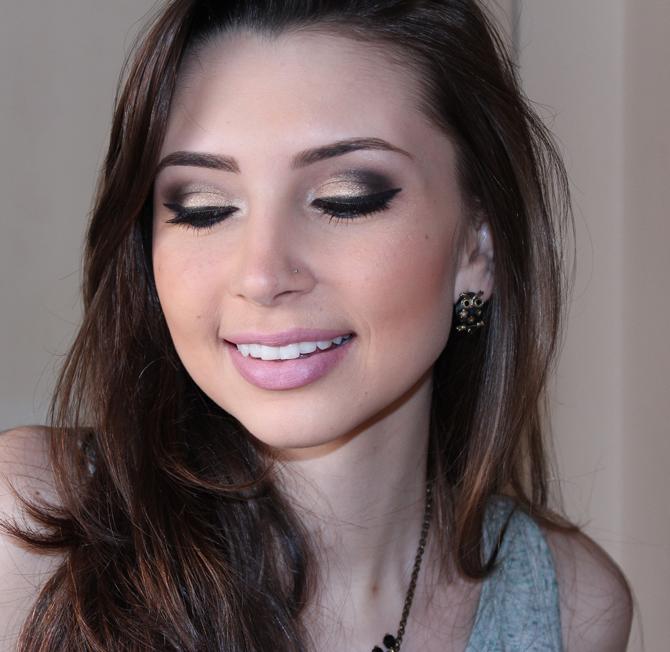 3- maquiagem com paleta ultra sexy avon