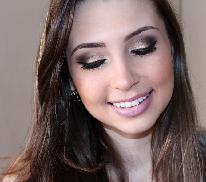 5- maquiagem com paleta ultra sexy avon