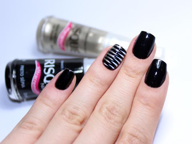 3- esmalte da semana preto sépia com nail art