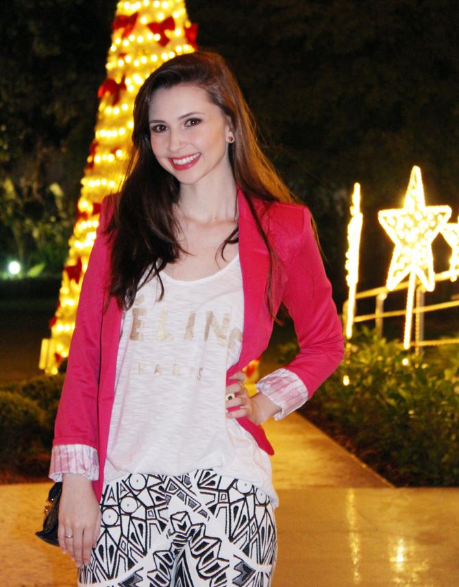 4- look do dia blazer pink e calça estampa geométrica
