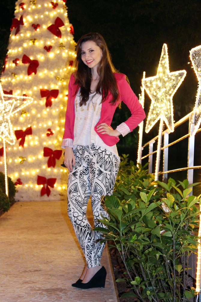 5- look do dia blazer pink e calça estampa geométrica