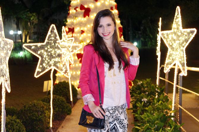 6- look do dia blazer pink e calça estampa geométrica