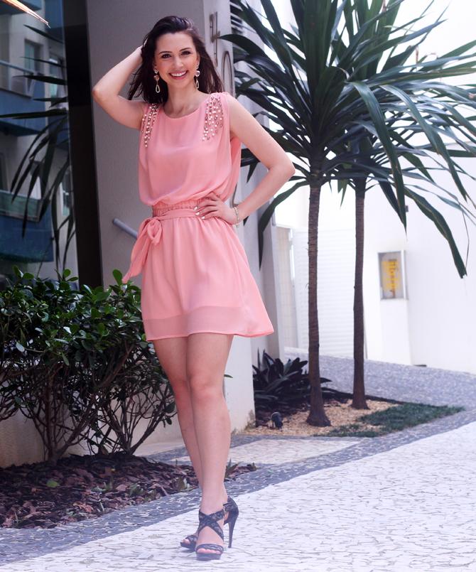 3- vestido romantico com perolas