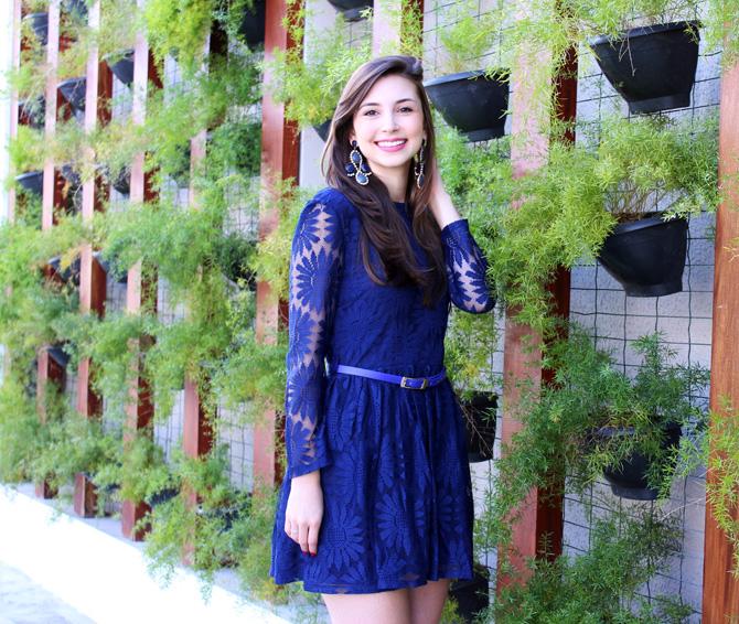 04- look com vestido de renda azul blog sempre glamour