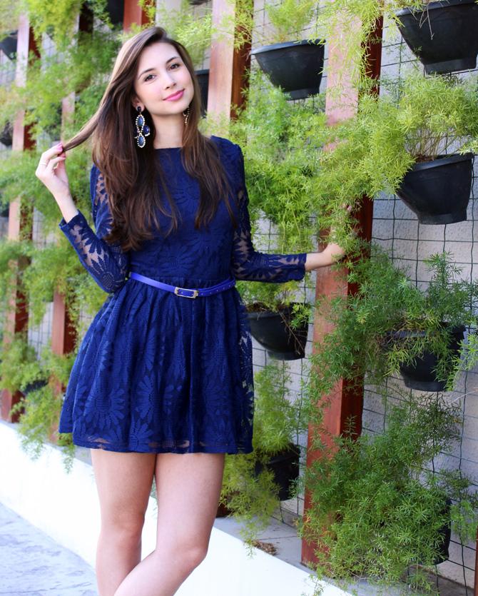 05- look com vestido de renda azul blog sempre glamour