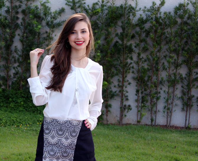 01 - look do dia - camisa branca e saia estampa tapeçaria