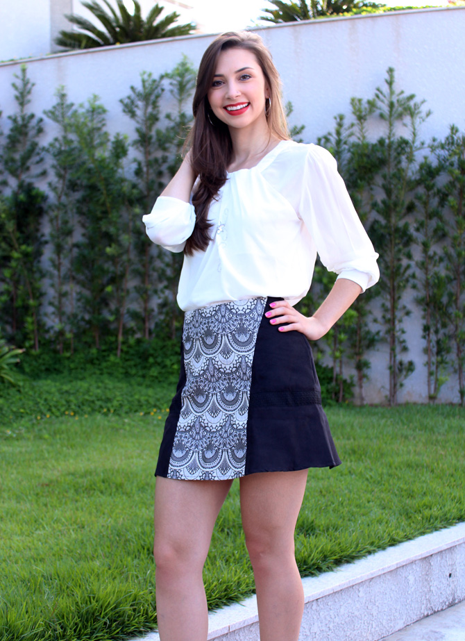 04 - look do dia - camisa branca e saia estampa tapeçaria