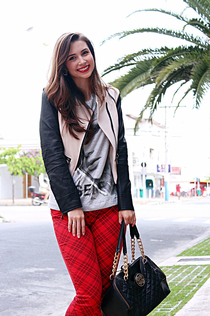 06- look do dia com calça xadrez tee e jaqueta com mangas de couro sempre glamour copy