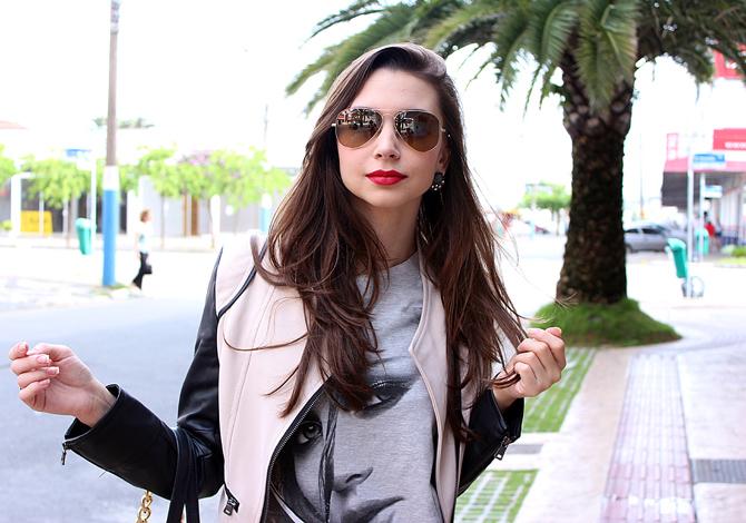 08 - look do dia com calça xadrez tee e jaqueta com mangas de couro sempre glamour