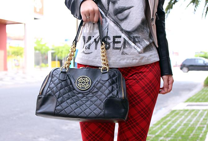 09- look do dia com calça xadrez tee e jaqueta com mangas de couro sempre glamour