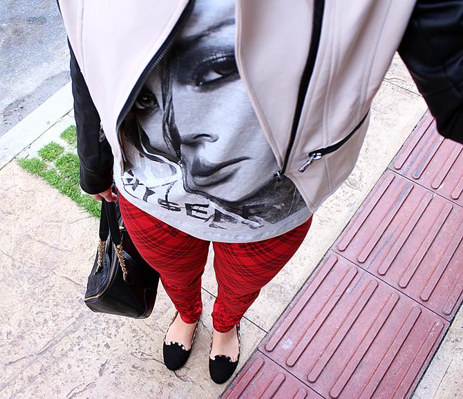 5- look do dia com calça xadrez tee e jaqueta com mangas de couro sempre glamour