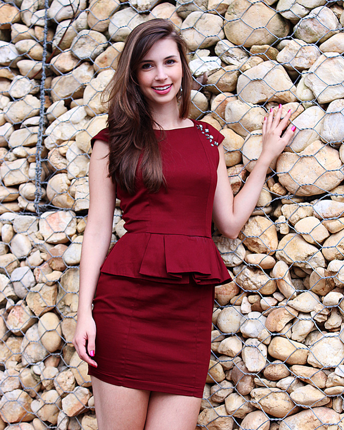 7 - look do dia - vestido peplum bordo burgundy