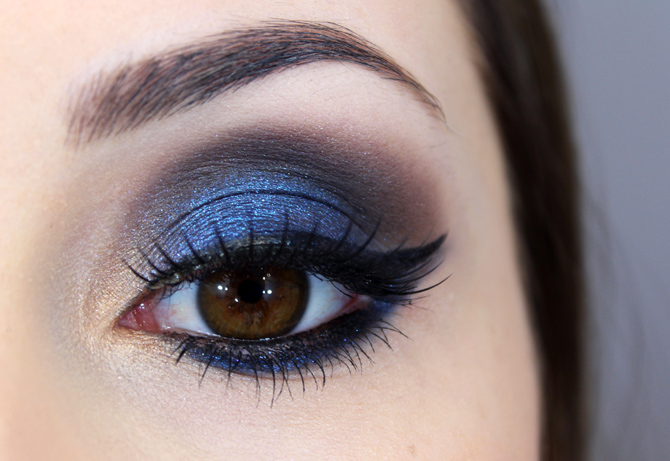 02 - maquiagem azul marcante