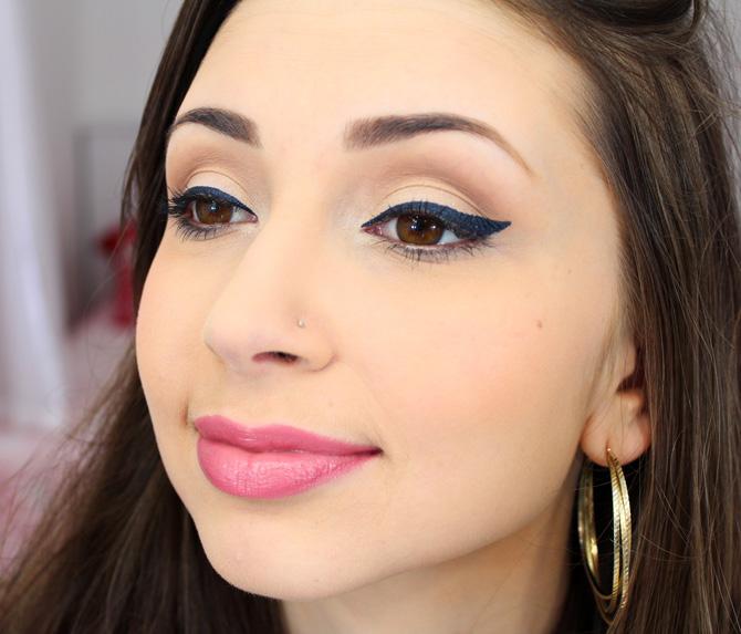 02 - maquiagem para o dia com delineador azul