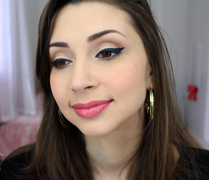 04 - maquiagem para o dia com delineador azul