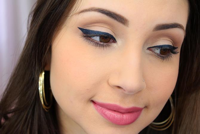 05 - maquiagem para o dia com delineador azul