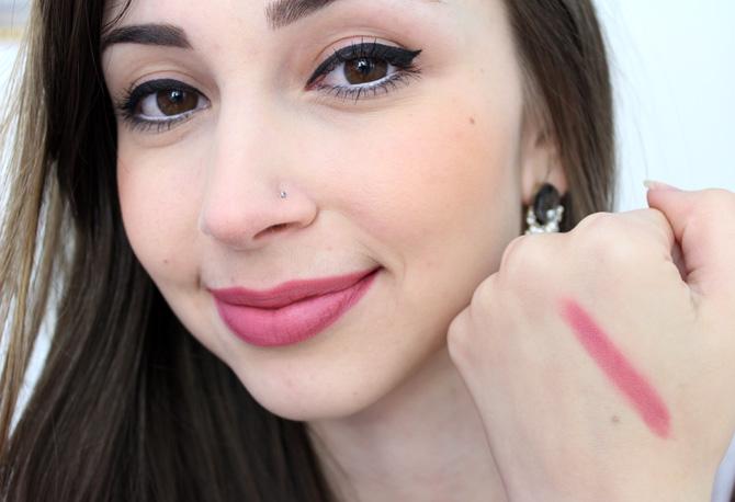 06- batom passando blush resenha