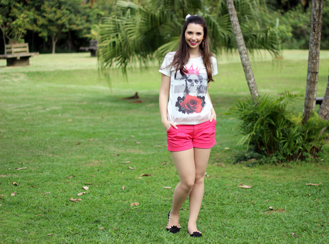 01 - look do dia shorts rosa e t-shirt