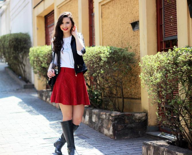 02 - look saia vermelha rodada e colete