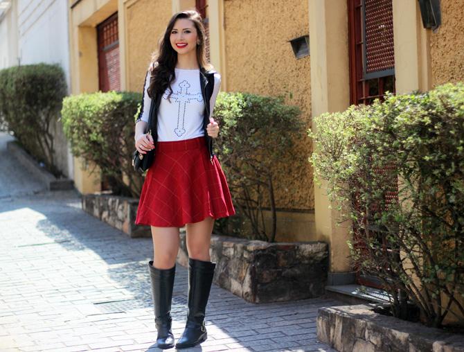 03 - look saia vermelha rodada e colete