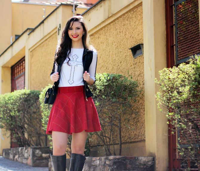 04 - look saia vermelha rodada e colete