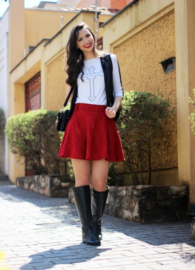 05 - look saia vermelha rodada e colete