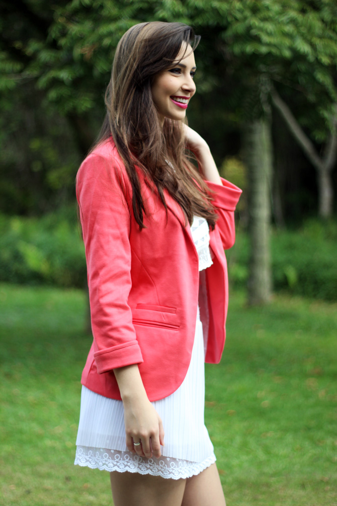 06 - look do dia blazer coral e top cropped