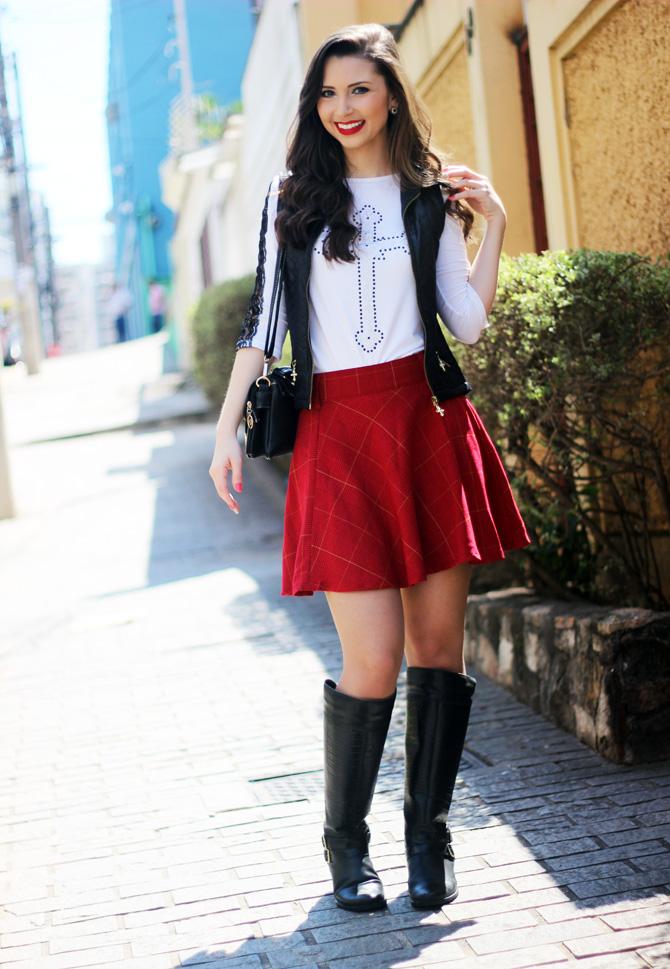 06 - look saia vermelha rodada e colete