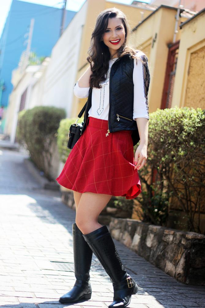 09 - look saia vermelha rodada e colete