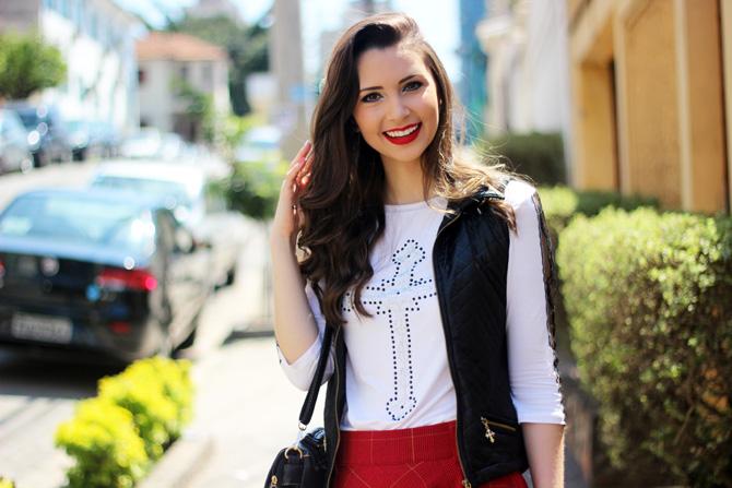10 - look saia vermelha rodada e colete