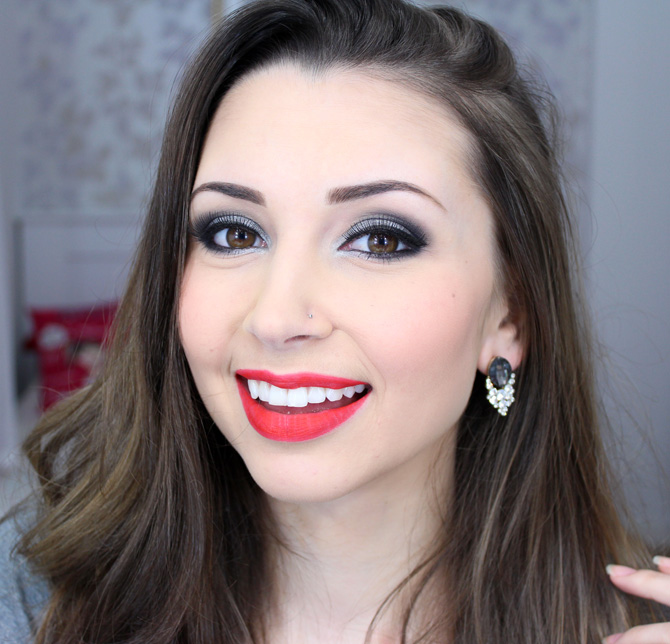01 - maquiagem prata com batom vermelho