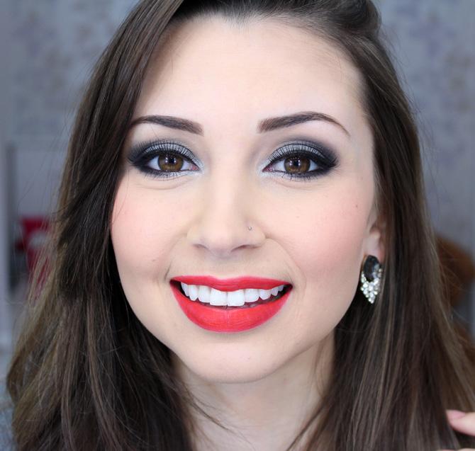 02 - maquiagem prata com batom vermelho