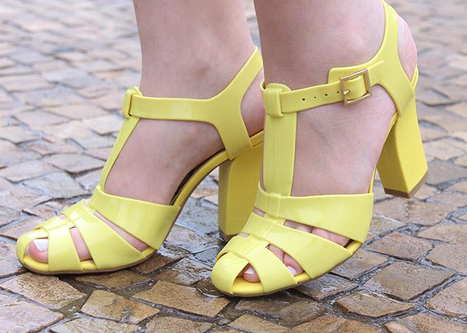 07-look-do-dia-conjuntinho-e-sandalia-amarela-petite-jolie-spfw