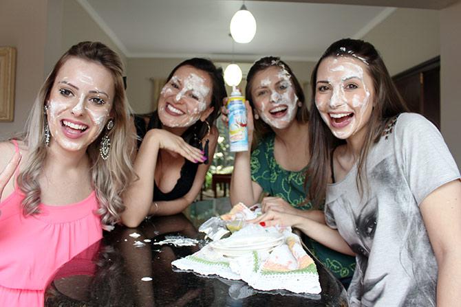 torta-na-cara-com-amanda-domenico-e-cade-meu-blush