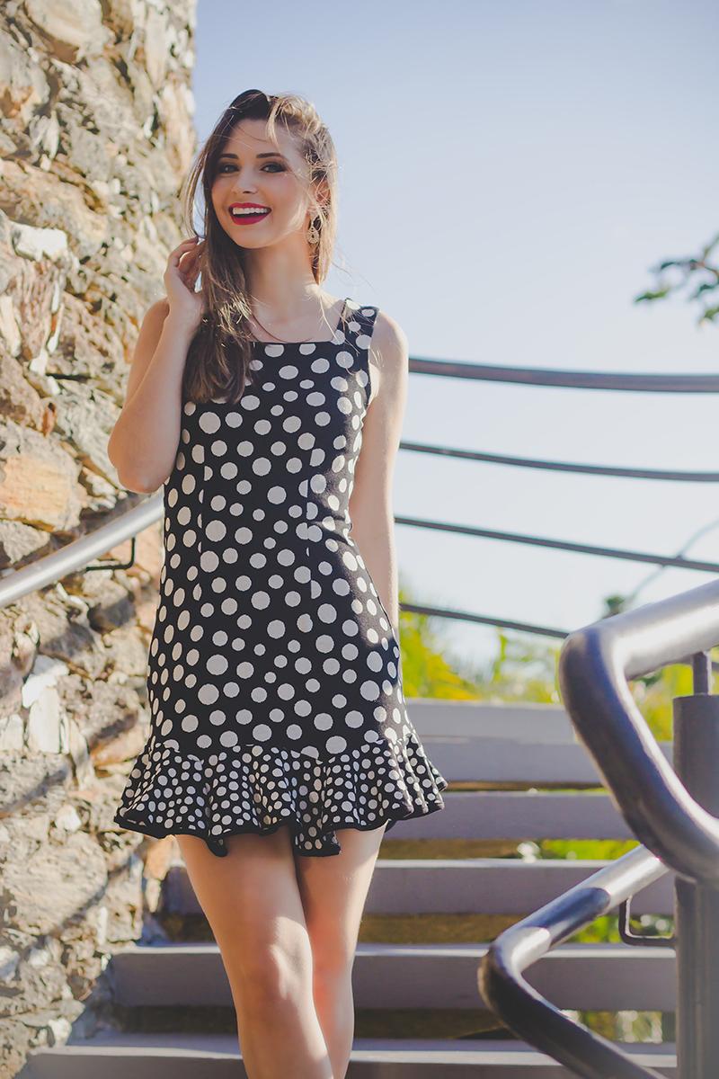 1-look vestido de bolinha preto e branco jana taffarel blog sempre glamour