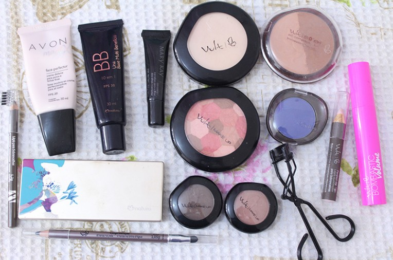 5-maquiagem para quem usa óculos com produtos acessiveis