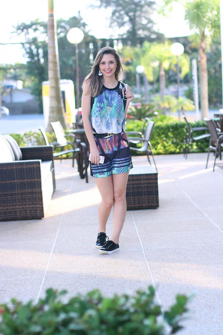 3- vestido com mochila e tenis