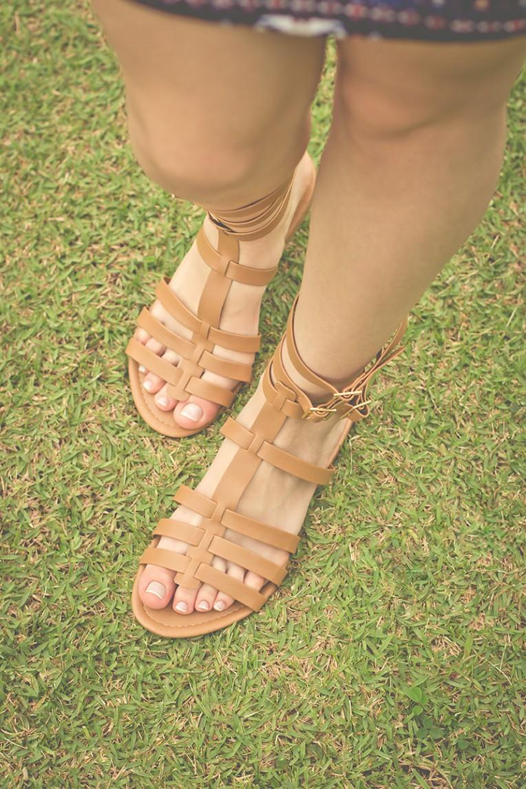 5-look do dia boho sandalia gladiadora bolsa de franjas e vestido ciganinha