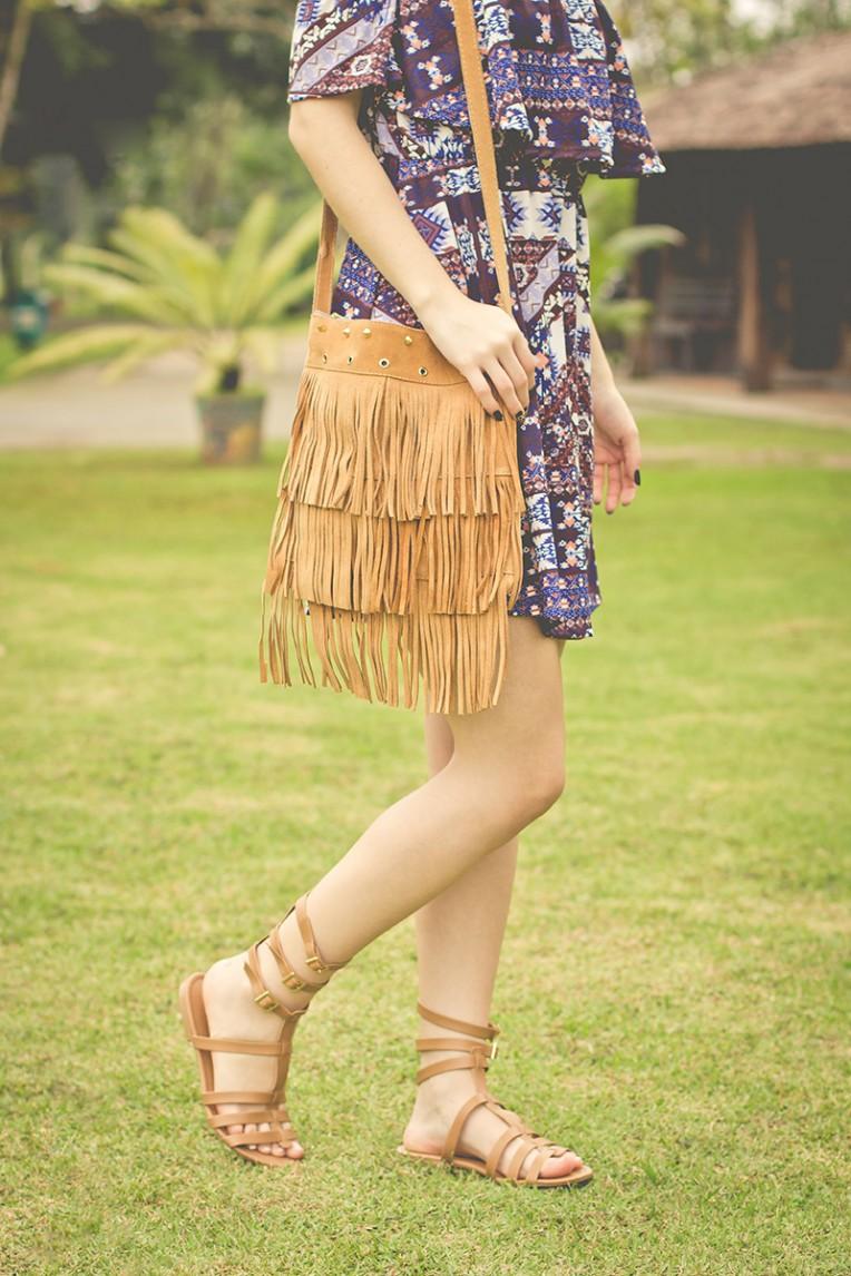 6-look do dia boho sandalia gladiadora bolsa de franjas e vestido ciganinha