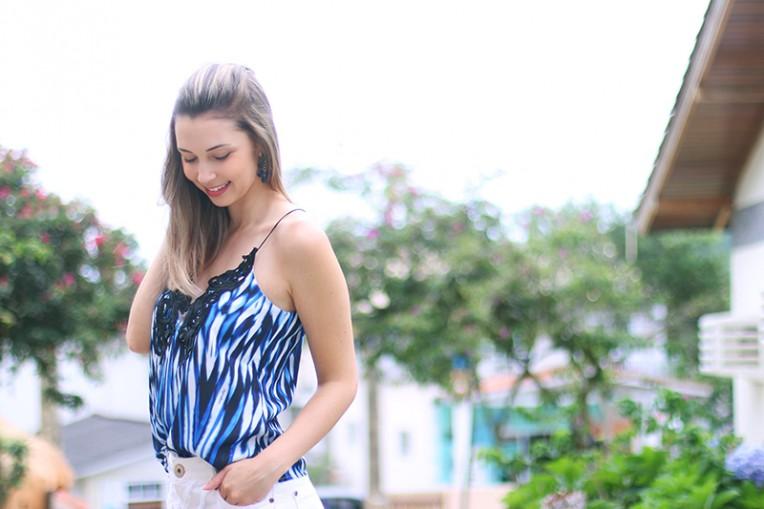 3-shorts branco com blusa de alcinha azul