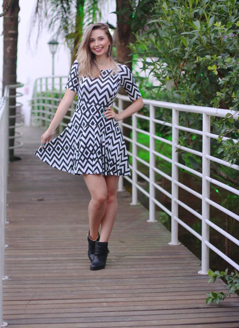 4-vestido preto e branco zig zag posthaus