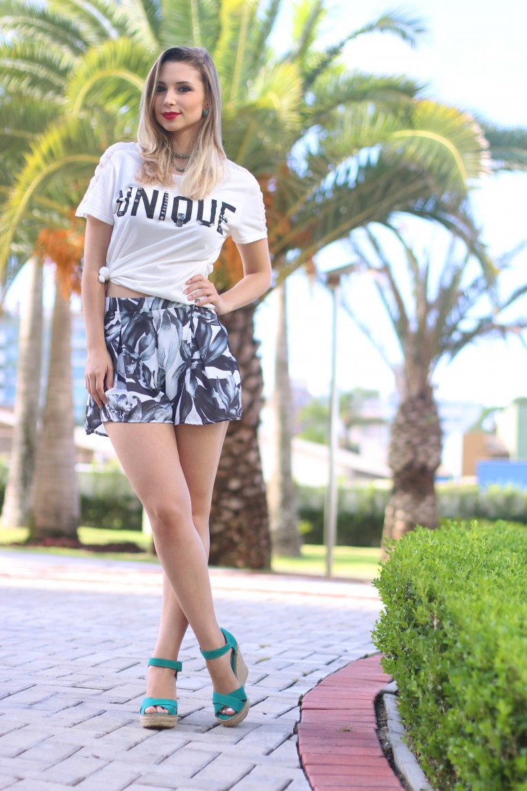 6-look unique tshirt e shorts