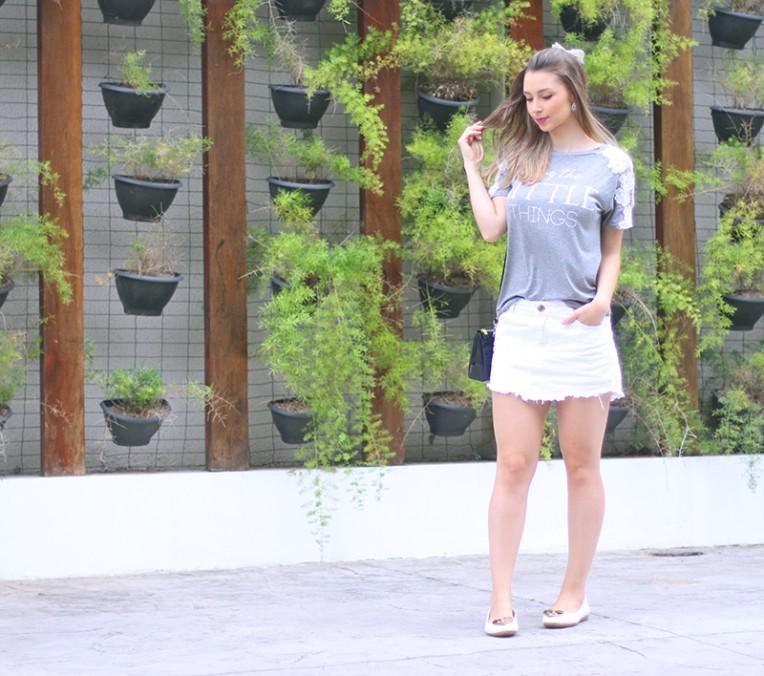 1-blusa cinza com renda branca