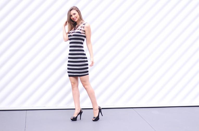 2-vestido listrado com strappy