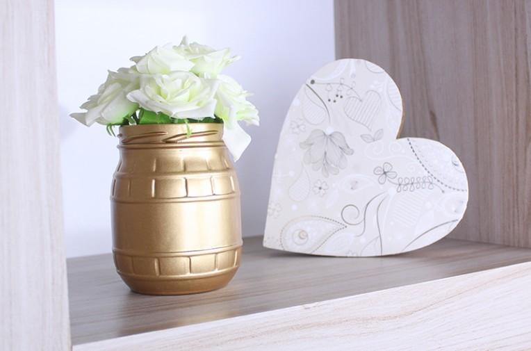 3-vaso de flor com vidro reciclável e coração em madeira com tinta em spray