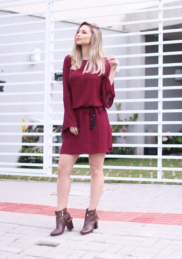 1 look vestido inverno bordo com bota de cano curto