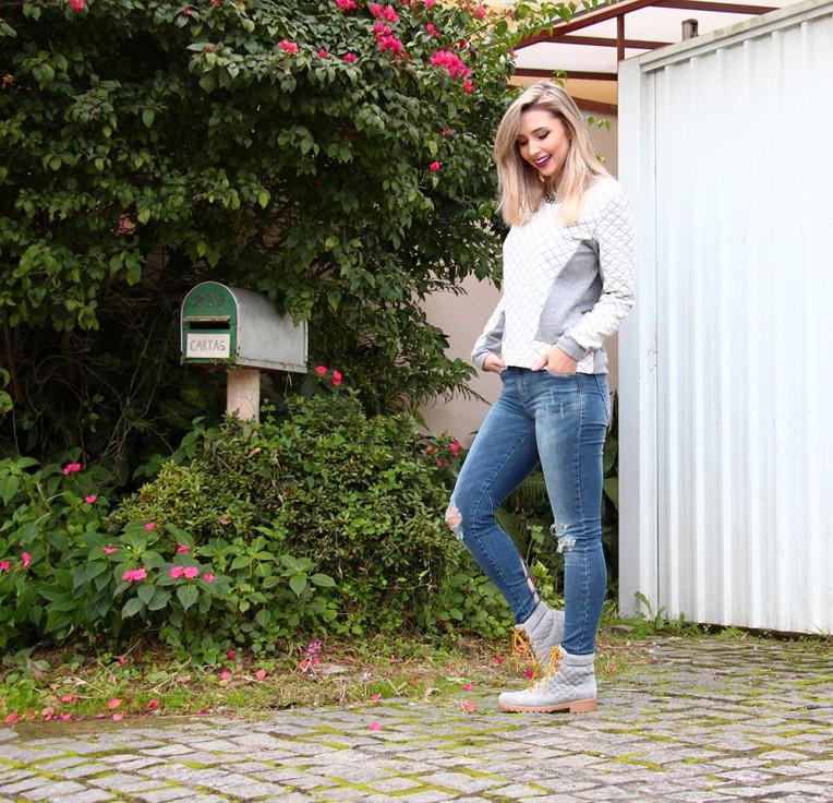 2-look moletom com calça jeans e bota coturno