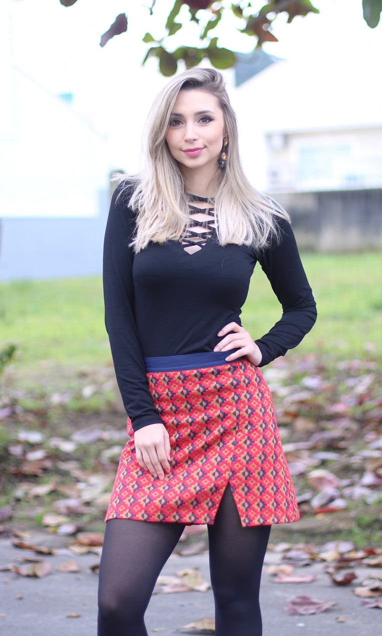 4 look inverno com saia meia calça e blusa